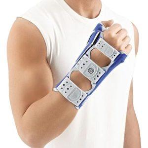 Bauerfeind ManuLoc Titan är ett stabiliserade handledsskydd, en så kallad aktivortos, avsedd för fullständig fixering av handled och tumme