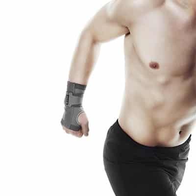 Rehband QD Knitted Wrist Support är ett Mjukt handledsstöd för att ge stöd och lindra värk i handleden