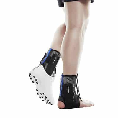UD Lace-up Ankle Brace är ett bra och stabilt fotledsskydd. Passar perfekt i skor